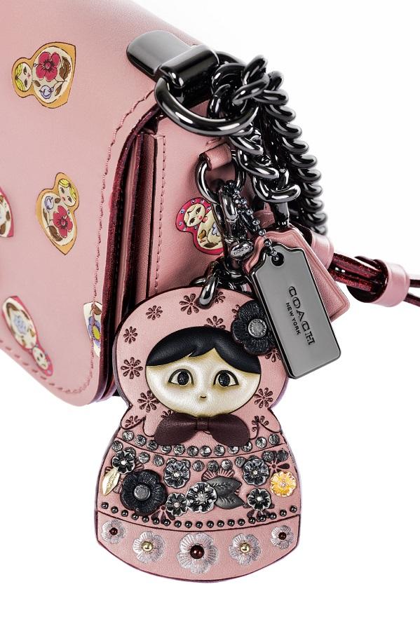 Coach посвятил новую модель сумки Москве 7194f0e4e04c1