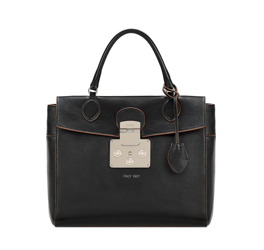 Mantra представлена в нескольких цветовых вариантах  кремовом, черном и в  сочетании двух разных цветов. В продаже появится два вида сумки  небольшой  ... 1b8d6ac337b