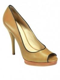 Longchamp ha introdotto la prima collezione di scarpe