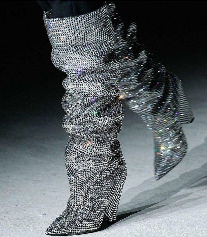 """""""Crystal"""" Saint-Laurent boots priced at $ 18 000"""