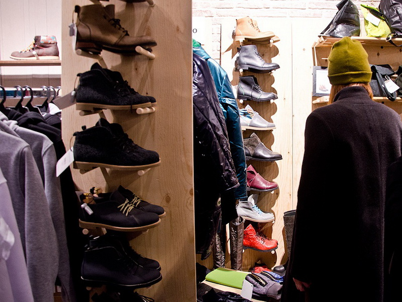 Sales of clothes and shoes decreased by 42%