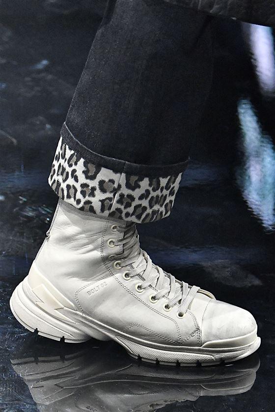 Material: cuero Suela: zapatillas de deporte
