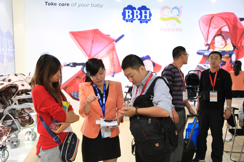 Manufacturers of children's clothing and shoes took part in the China Kids Expo 2015