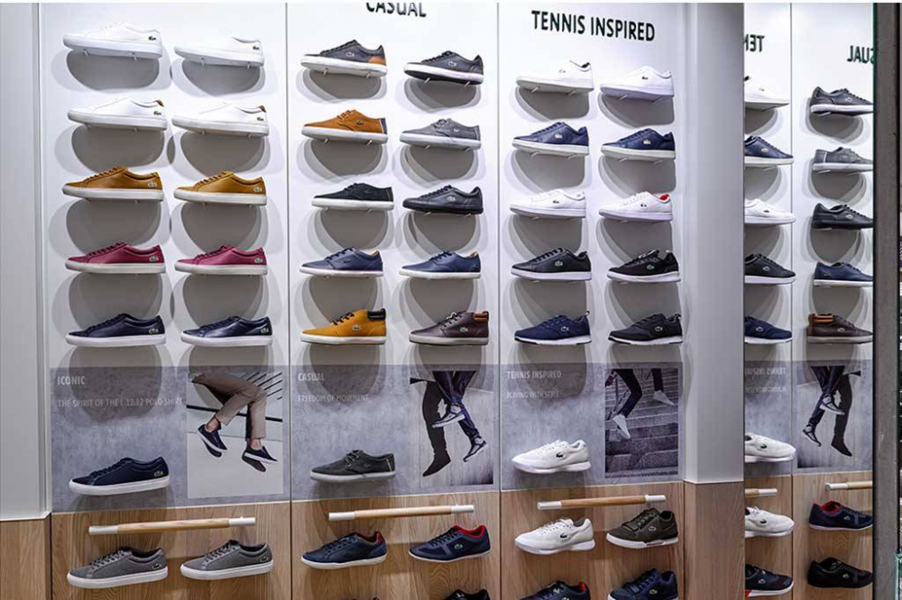 Lacoste aumenta la gamma di scarpe nei suoi negozi