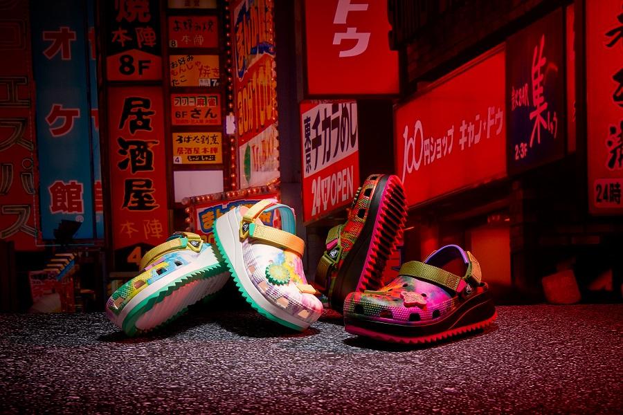 Crocs lanzó los clásicos zuecos Tie-Dye