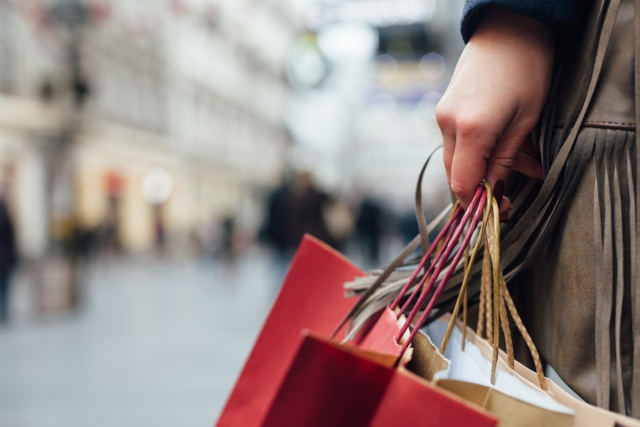 Everyday spending by Russian consumers continues to decline
