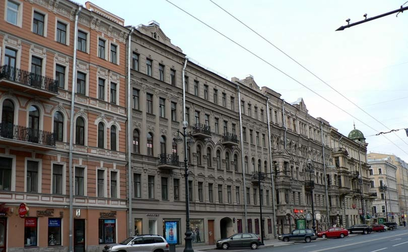 The share of vacant space in the street retail segment in St. Petersburg continues to decline