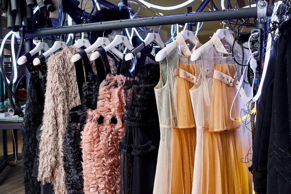 Pop up store di Capodanno Comme Des Garçons, grandi magazzini Tsvetnoy, Mosca, dicembre 2020