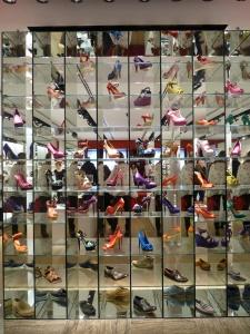 49a64b215502 От новинки до остатка: жизненный цикл обуви в мерчандайзинге