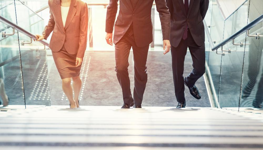 Cómo elegir un sucesor profesional para el puesto de jefe de una empresa minorista y transferirle el poder sin dolor