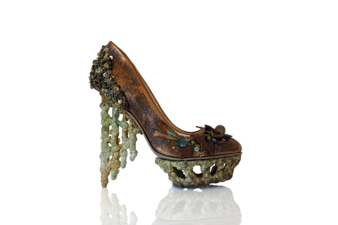 "An exhibition of shoes ""Genesis"" has opened at the St. Petersburg Museum of Erarta"