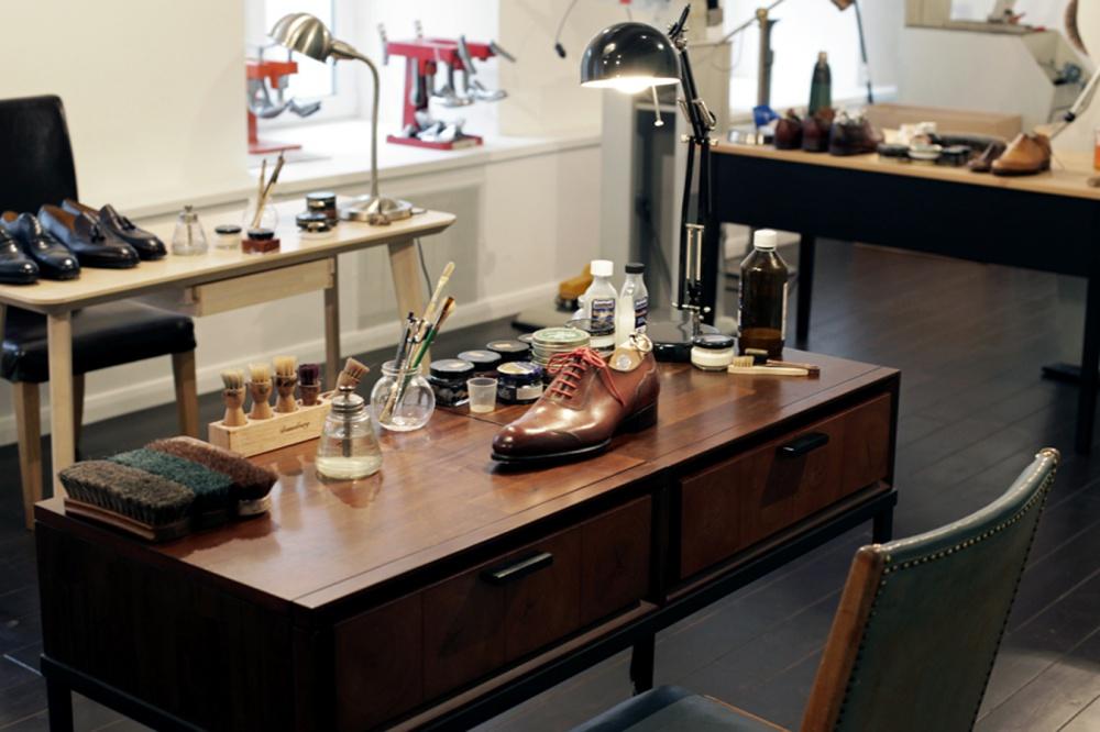 Shoe Brush Workshop Improves Service