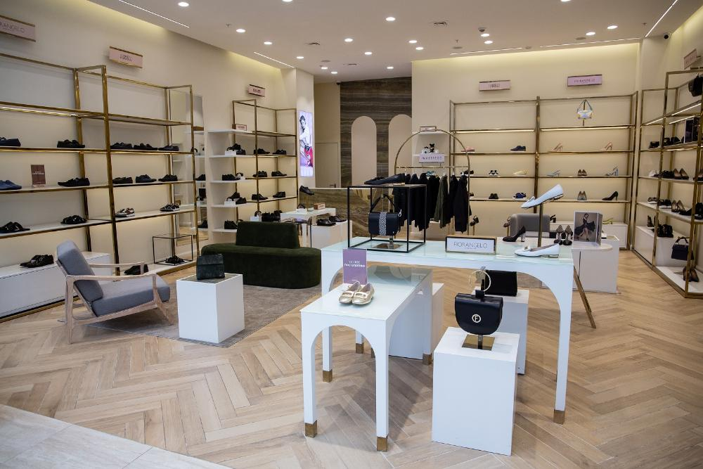 Retail store: starting from scratch. How to develop a store design project, including interior, lighting and visual merchandising, and implement it?