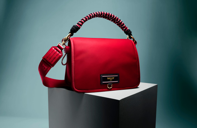 Bally has released a collection of bags from eco-materials Bally B-Echo