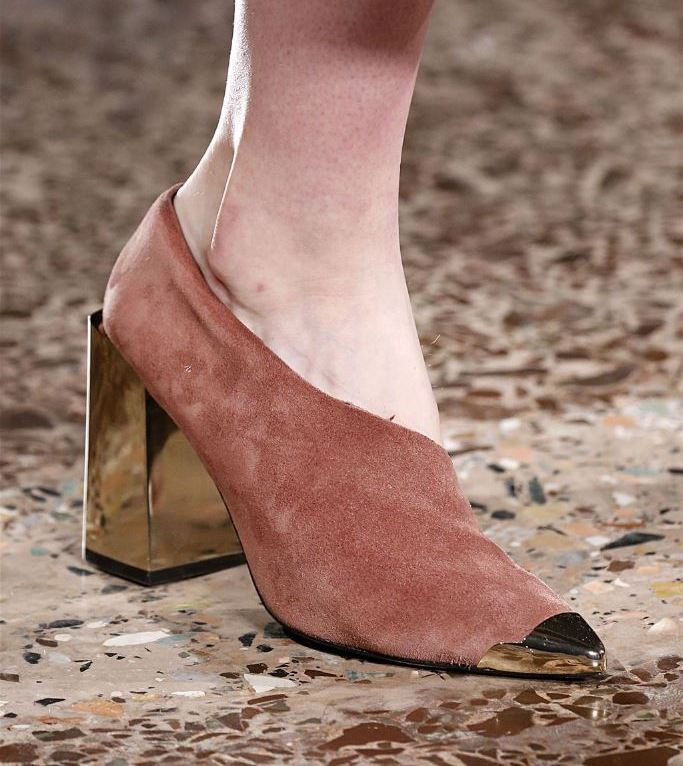 Material: suede. Heel: steady. Decor: metal nose