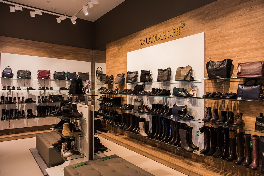 267d24fbf В настоящее время розничная сеть Salamander в России составляет 58 магазинов,  которые открыты в крупных городах страны.