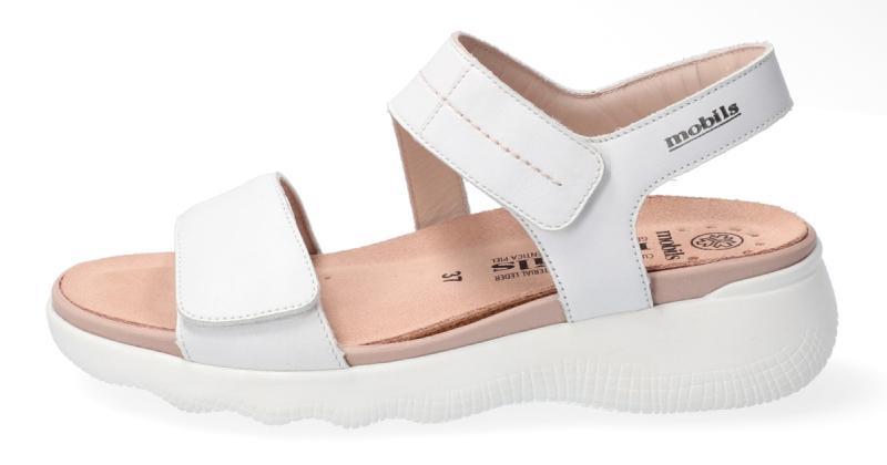 26685aa66ca4 Белый цвет в обуви остается одним из самых востребованных у клиентов, как и  must have обувной розницы на все времена – черный. Белоснежные и почти  невесомые ...