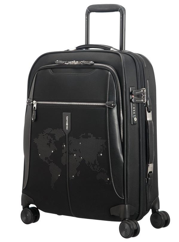 На вышитой карте мира кристаллами Swarovski отмечены любимые направления  для путешествий. Коллекция состоит из несессера, косметички, сумки-даффл и  чемодана ... 4919e1a1858