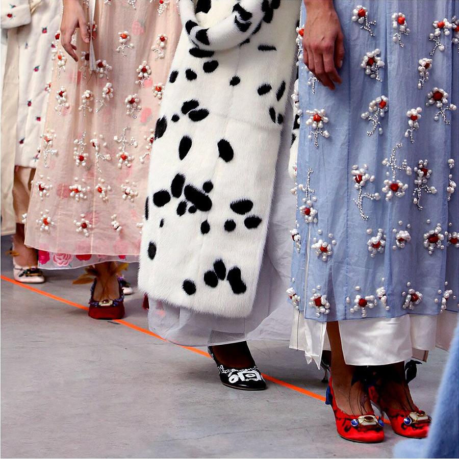 Le stampe sono la tendenza principale nel design delle scarpe alla settimana della moda di Milano