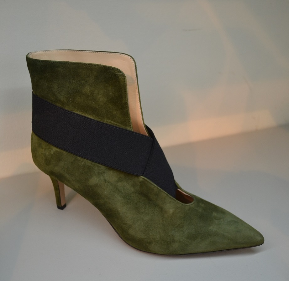Material: suede. Heel: kitten heel. Decor: color blocking
