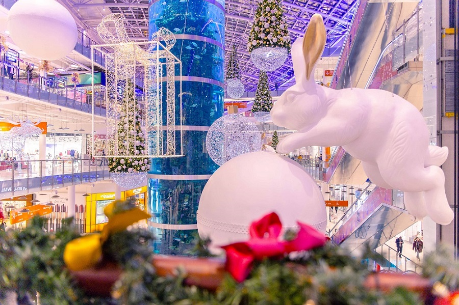 """Shopping center """"Aviapark"""" lures visitors with a New Year mood"""