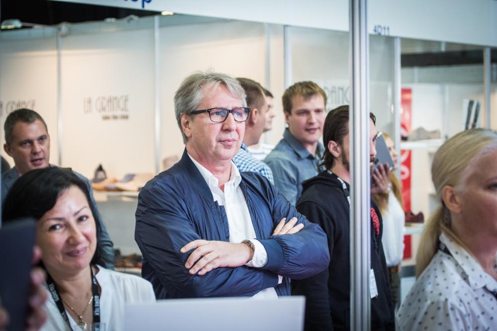 """""""Siamo fedeli alla nostra filosofia: la nostra azienda produce solo scarpe in pelle"""". Victor Kuntz."""