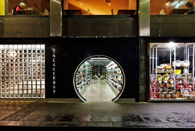 Tunnel store appears in Melbourne
