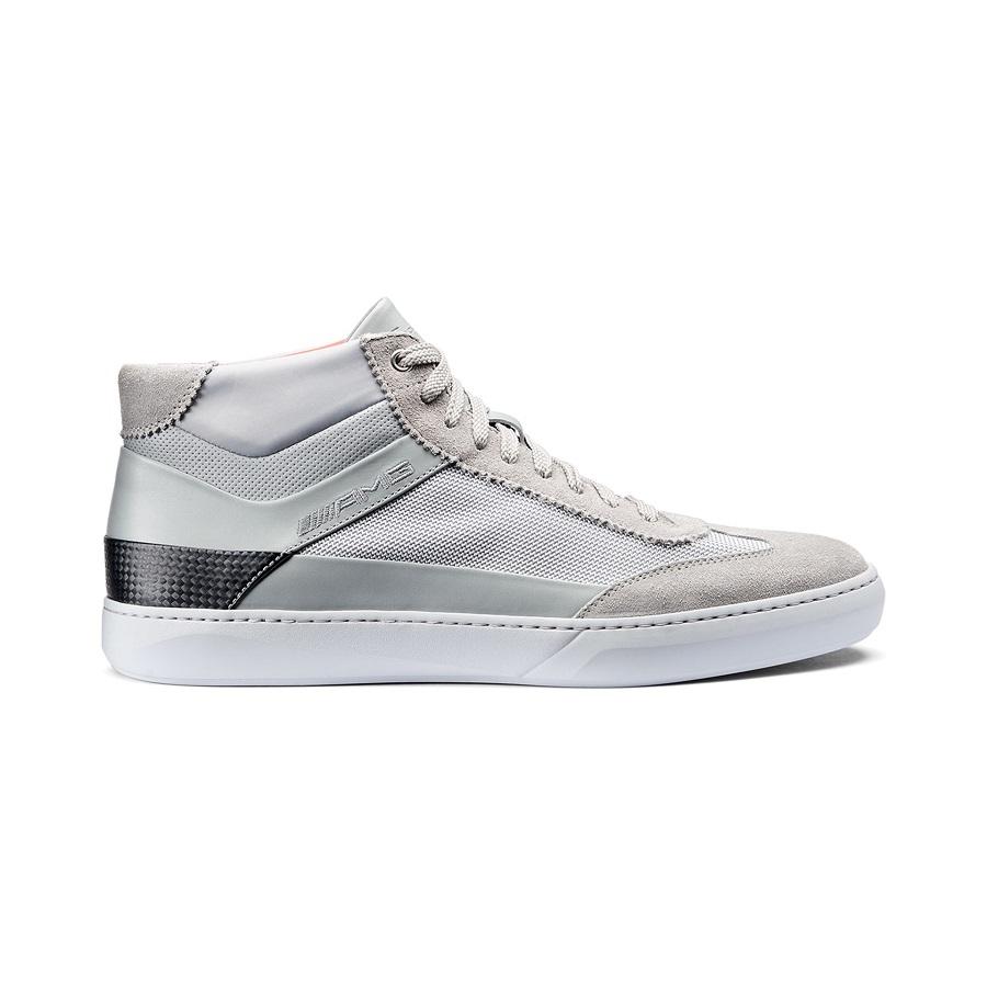 Santoni und Mercedes AMG haben eine Kollektion von Sneakers