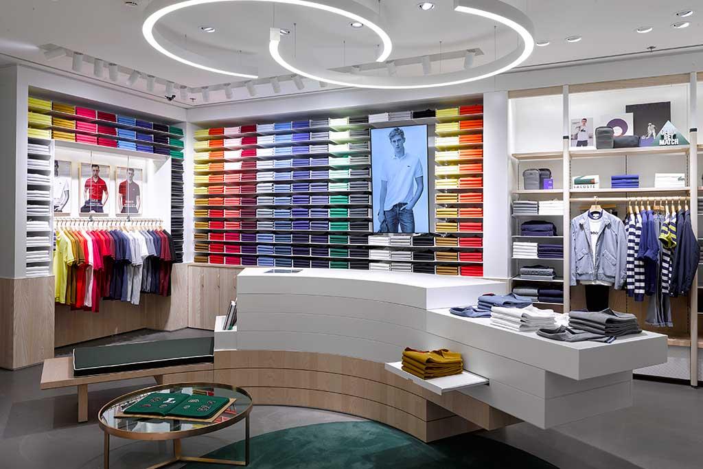 В новой концепции магазины уже появились в Париже, Лондоне. Открытие  третьей точки в новом формате намечено на ноябрь в Лос-Анджелесе. c09eef57dc3