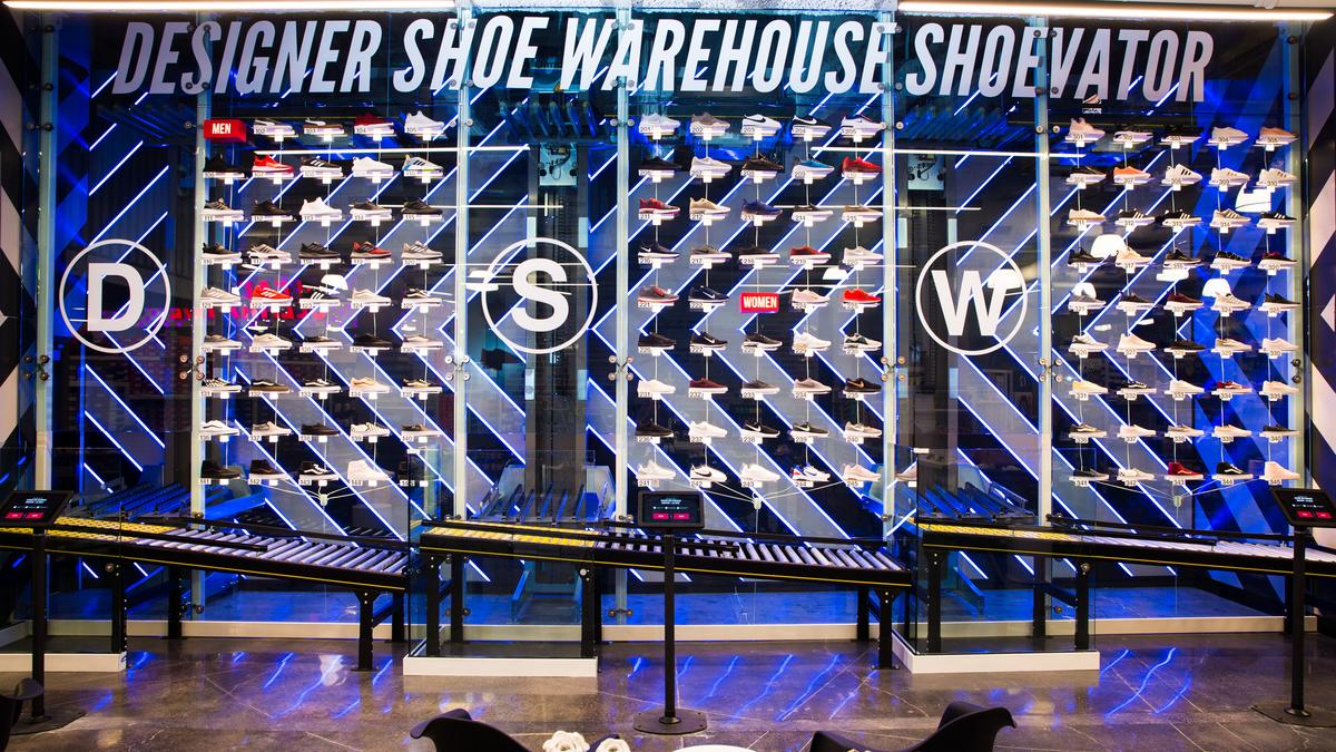In the US, opened a store where shoes are delivered to the buyer by escalator