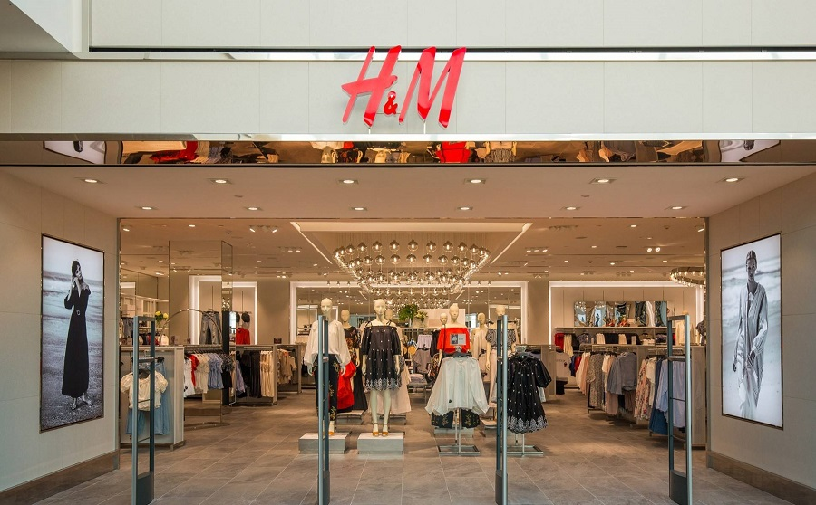 H&M suffers losses and cuts retail