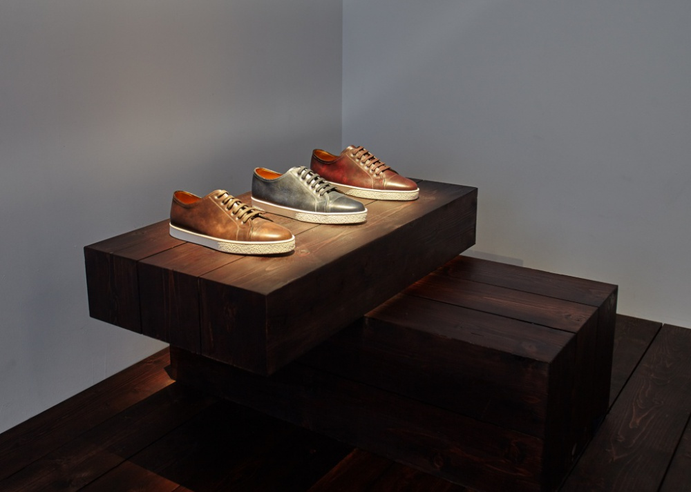 """Sports """"classic"""". John Lobb presented new sneakers """"under the suit"""""""