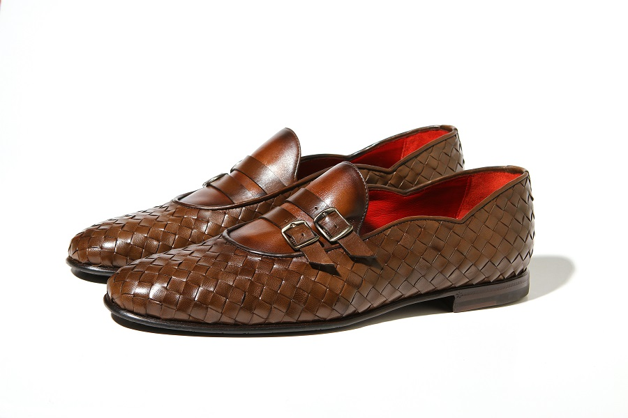 Bold colors in the collection of men's shoes of the luxury brand Barrett
