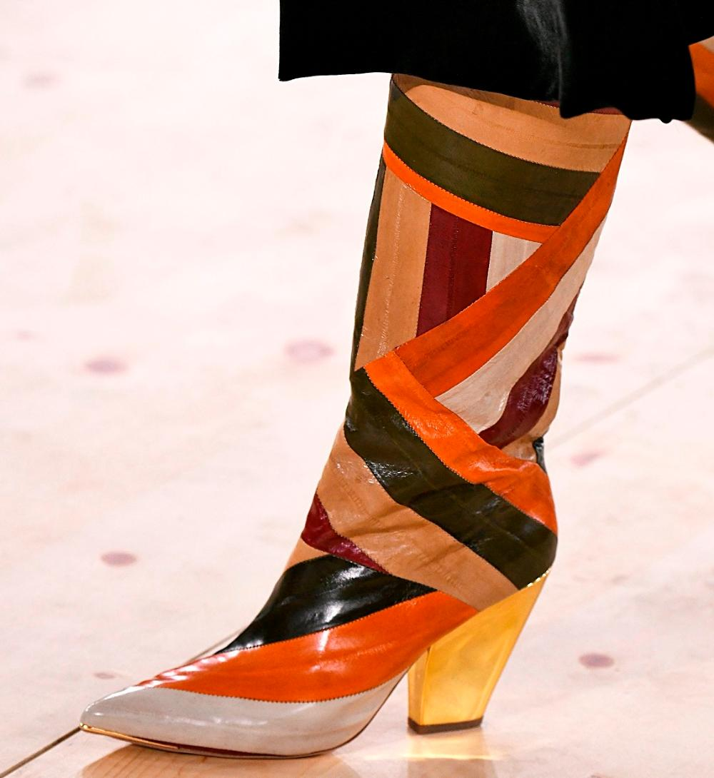 Leather material. Decor: color blocking. Heel: gaucho