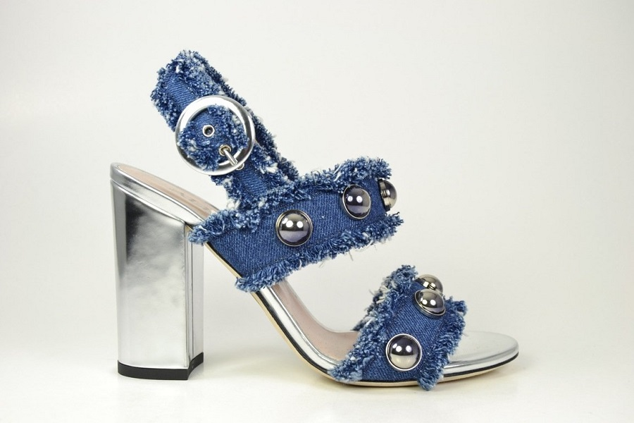 Alberto Gozzi presented a collection of shoes in the style of 70's.