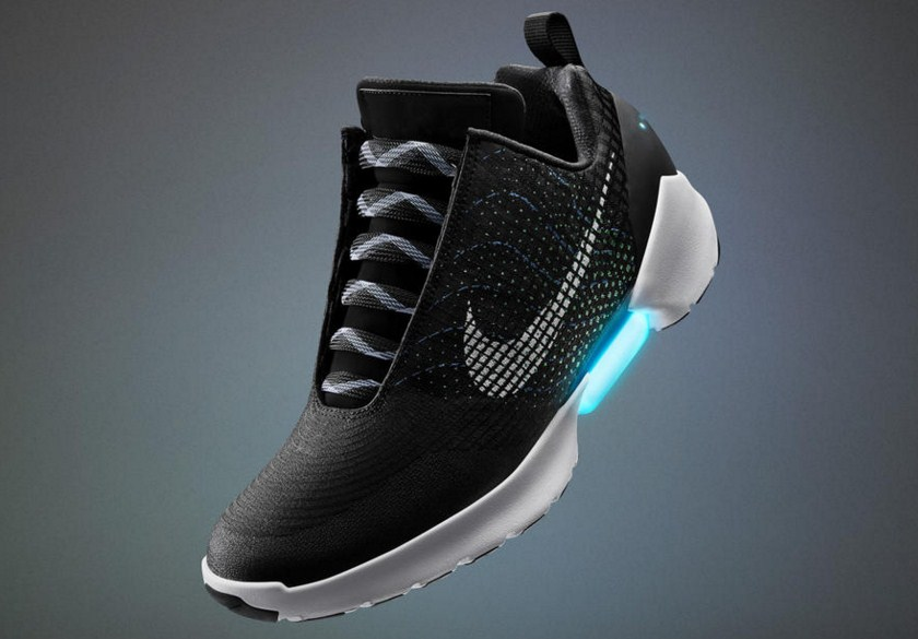 Nike presented sneakers with automatic lacing