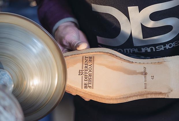 DIS Shoes launches shoe designer