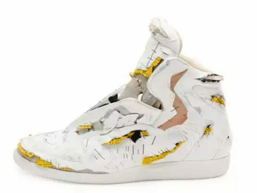 """American department store Nieman Marcus put up for sale """"dead"""" sneakers for $ 1425"""