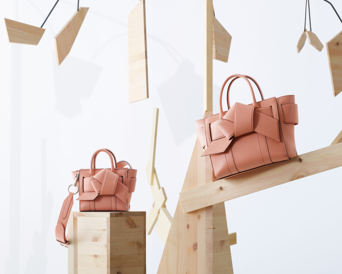 Acne Studio x Mulberry, фото: Fashionista.com