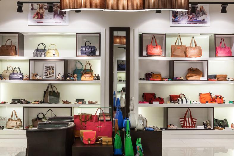 Einzelhändler eröffnen eine neue Saison in Anti-Krisen-Farben