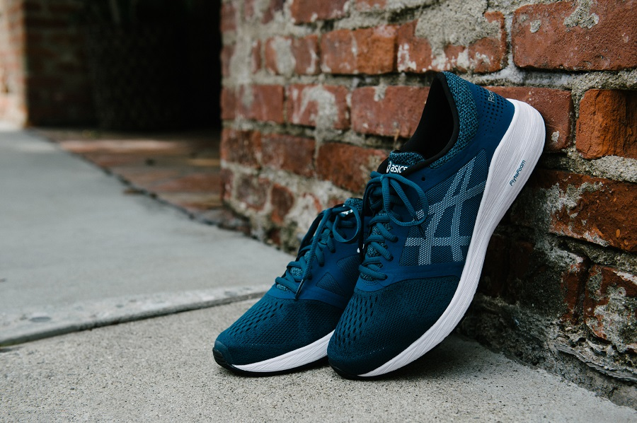 ASICS will double marketing investments and open company stores in Russia