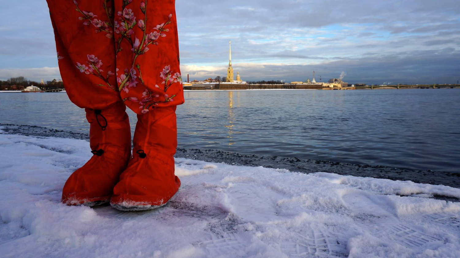 St. Petersburg startup collects funds for the production of raincoats for shoes