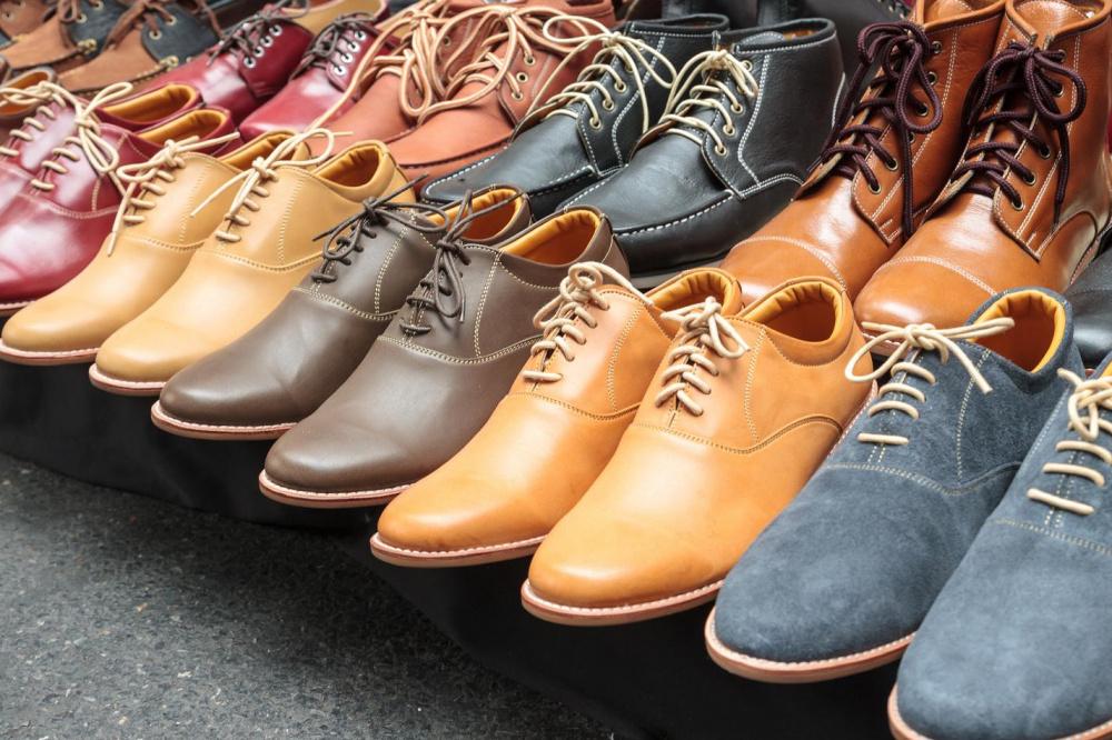 ¿Qué productos relacionados deben estar en la tienda de zapatos para complacer a los ojos del comprador y aumentar las ventas?