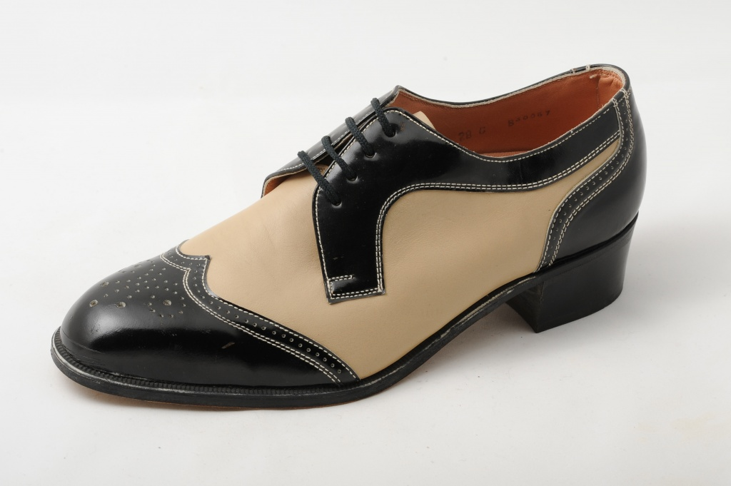 Classic men's shoes with perforation for special occasions