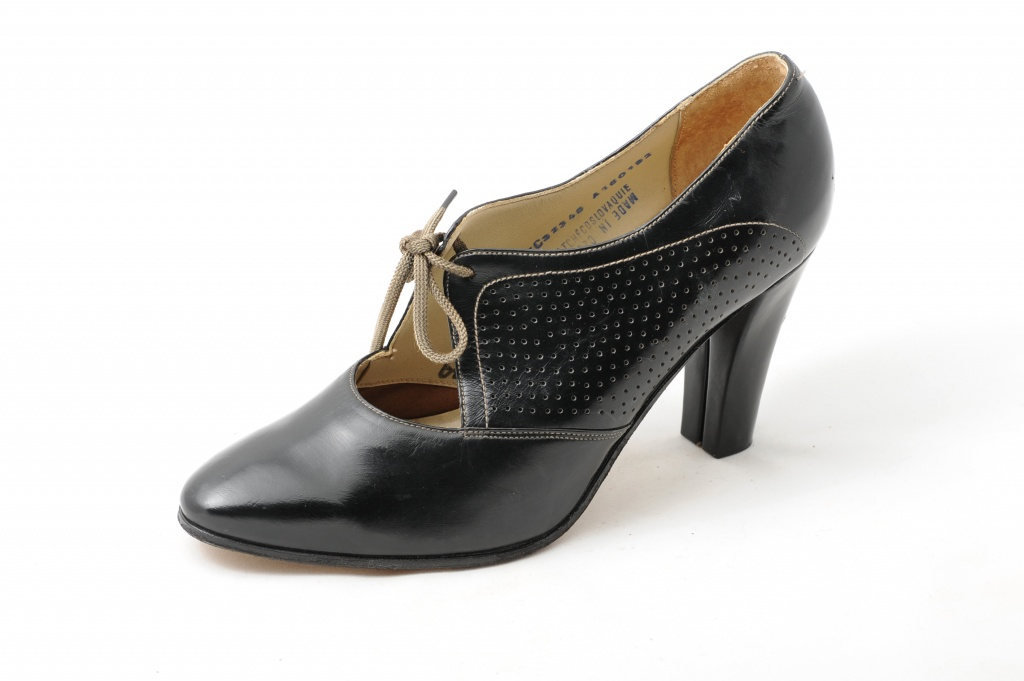 Women's evening shoes
