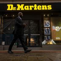 Dr. Martens planea recaudar $ 5 mil millones en OPI en la Bolsa de Valores de Londres