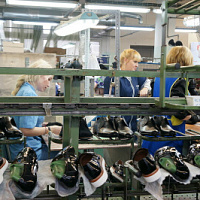 Ralf Ringer is looking for workers in shoe factories