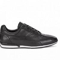 Las zapatillas negras son los más vendidos entre el público masculino Lamoda