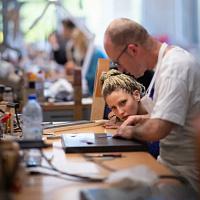 Hermès apre un centro di formazione professionale per la lavorazione della pelle