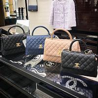 Chanel limita le vendite di borse a una mano in Corea del Sud